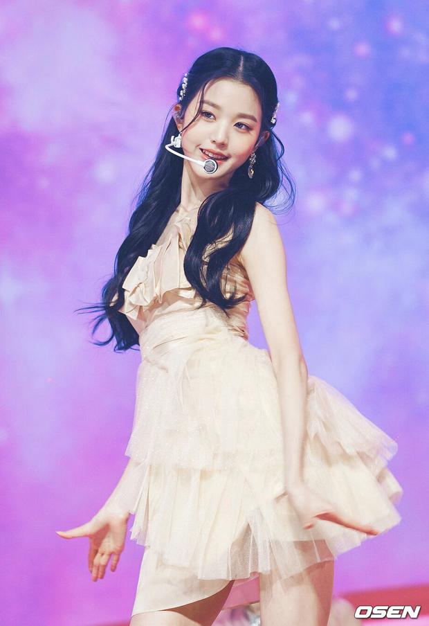 Tranh cãi khi so kè nhan sắc Tzuyu - Jang Won Young năm 17 tuổi: Center chân dài át cả Lisa có đỉnh hơn mỹ nhân đẹp nhất thế giới? - Ảnh 11.