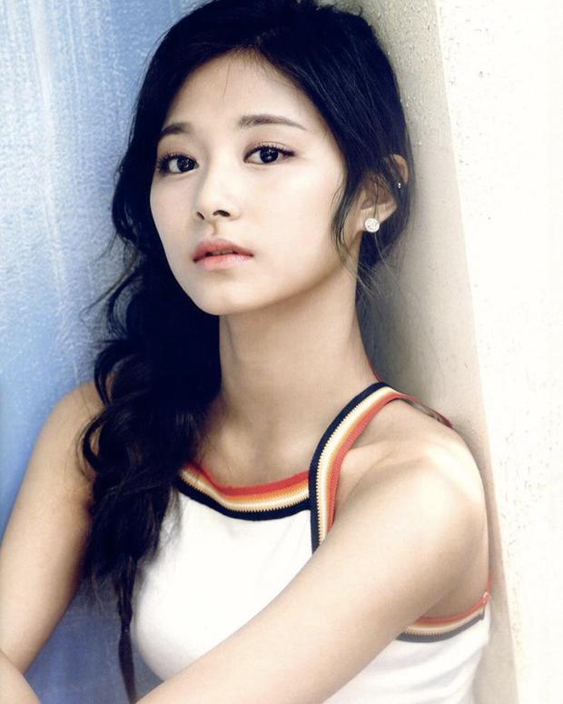 Tranh cãi khi so kè nhan sắc Tzuyu - Jang Won Young năm 17 tuổi: Center chân dài át cả Lisa có đỉnh hơn mỹ nhân đẹp nhất thế giới? - Ảnh 5.