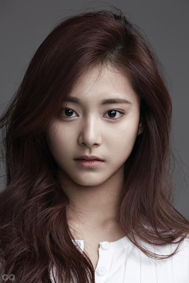 Tranh cãi khi so kè nhan sắc Tzuyu - Jang Won Young năm 17 tuổi: Center chân dài át cả Lisa có đỉnh hơn mỹ nhân đẹp nhất thế giới? - Ảnh 2.