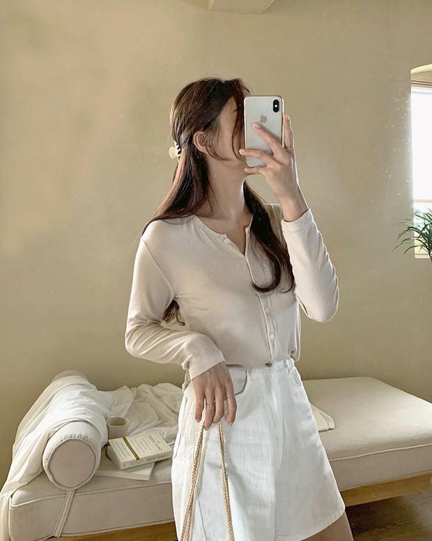 Làm mới loạt items cũ trong tủ đồ bằng 12 công thức mix&match xinh tươi, trendy của hội gái Hàn - Ảnh 3.