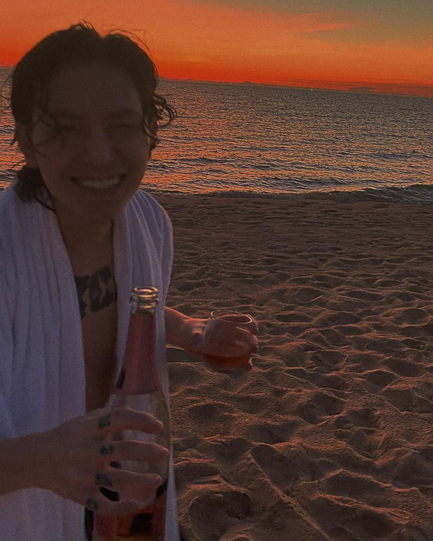 Châu Bùi đi biển, Decao cũng đi biển nhưng là với bạn gái mới - Ảnh 2.