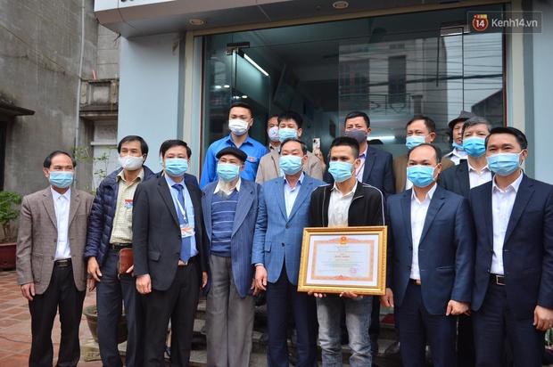 Anh Nguyễn Ngọc Mạnh nhận bằng khen của Thủ tướng - Ảnh 1.