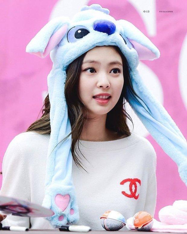 Điểm chung 2 mỹ nhân sát trai nhất Kpop Jennie - Taeyeon: Từ dính phốt thái độ, cà khịa thành viên cùng nhóm đến chiêu trò hẹn hò? - Ảnh 6.