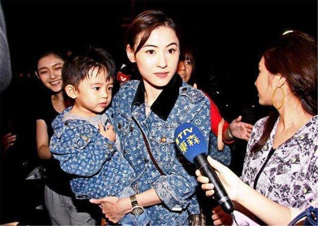 Trương Bá Chi: Ngọc nữ đẹp nhất Hong Kong ăn chơi trác táng, thị phi bủa vây vì cuộc tình 2 thập kỷ với Tạ Đình Phong - Ảnh 16.