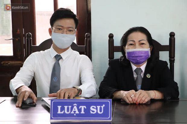 Thầy giáo xâm hại 4 nam sinh THCS khóc nức nở khi bị tuyên án 7 năm tù, bố mẹ nạn nhân bức xúc đòi kháng cáo - Ảnh 9.