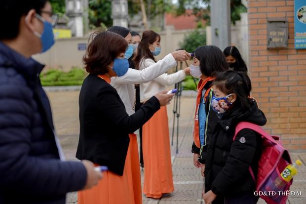 Thầy trò trường Tiểu học Xuân Phương mừng rỡ ngày đi học trở lại - Ảnh 1.