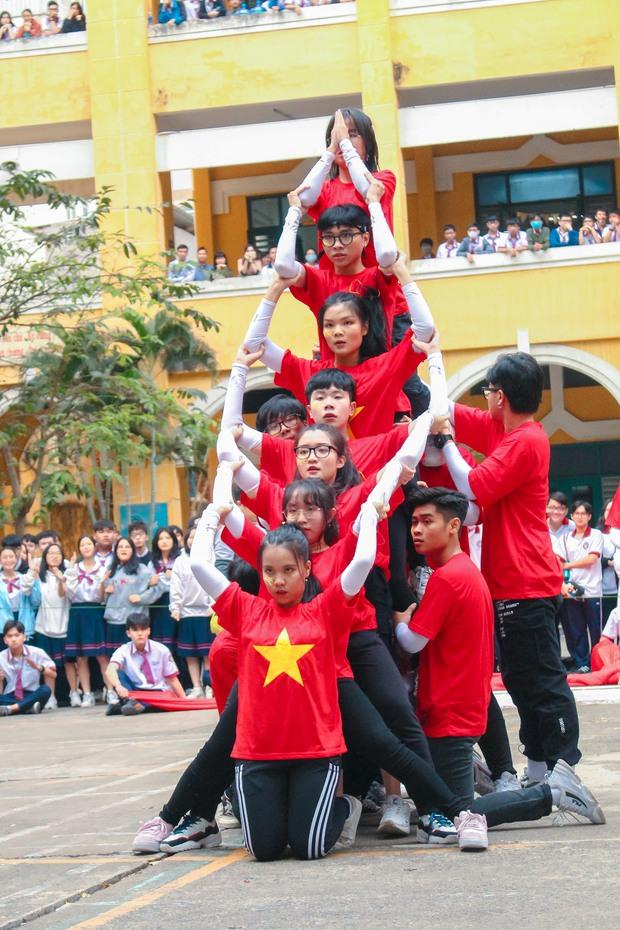 Bài nhảy flashmob của học sinh cấp 3 xem vừa rưng rưng vừa nổi da gà vì quá đỉnh: cả niềm tự hào Việt Nam gói gọn trong 3 phút - Ảnh 3.