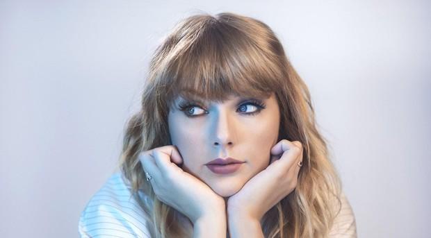 Mẹ cặp với trai còn nhanh hơn Taylor Swift - thoại phim mới của Netflix bị ném đá dữ dội - Ảnh 2.