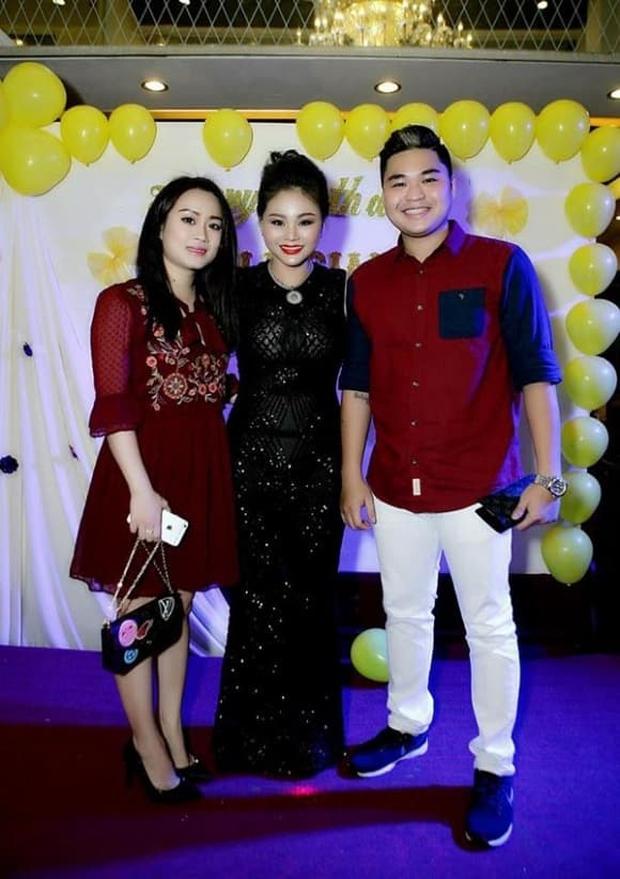 Con trai Lê Giang thông báo bà xã hơn 8 tuổi mang thai con đầu lòng, Ưng Hoàng Phúc và loạt sao Vbiz nô nức chúc mừng - Ảnh 7.