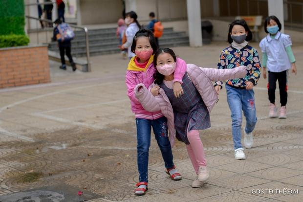 Thầy trò trường Tiểu học Xuân Phương mừng rỡ ngày đi học trở lại - Ảnh 16.