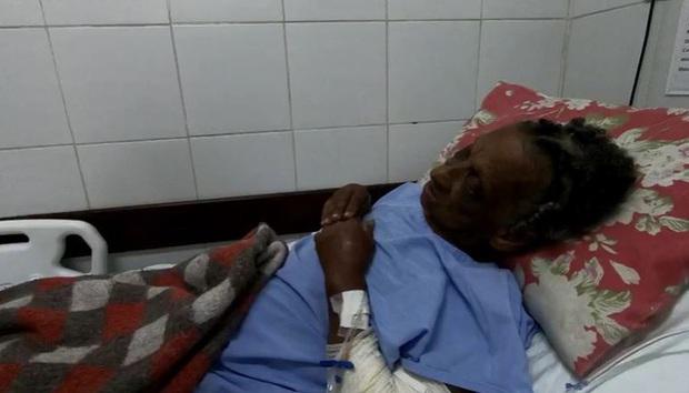 Cụ bà 76 tuổi ngã xuống hố sâu 3 mét kêu cứu không ai nghe, một mình co ro lạnh giá suốt 8 ngày và cái kết không tưởng - Ảnh 2.