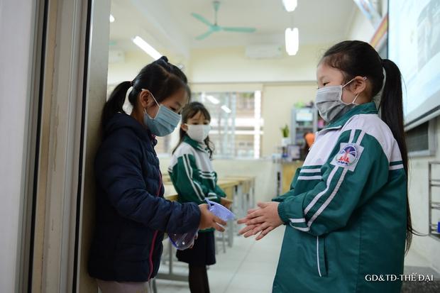 Thầy trò trường Tiểu học Xuân Phương mừng rỡ ngày đi học trở lại - Ảnh 4.