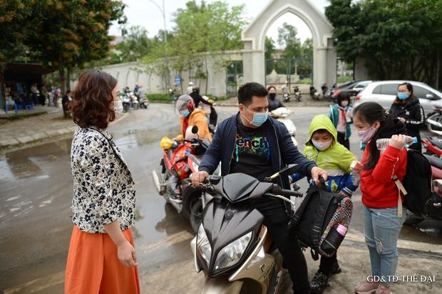 Thầy trò trường Tiểu học Xuân Phương mừng rỡ ngày đi học trở lại - Ảnh 5.