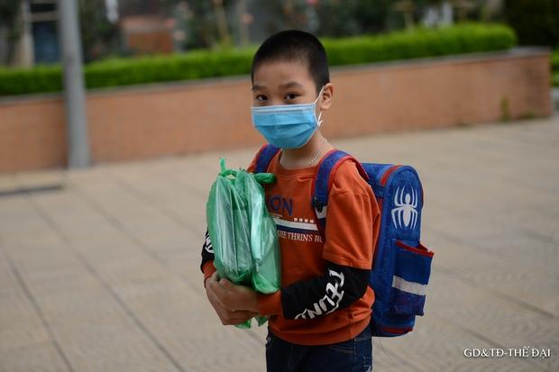 Thầy trò trường Tiểu học Xuân Phương mừng rỡ ngày đi học trở lại - Ảnh 8.