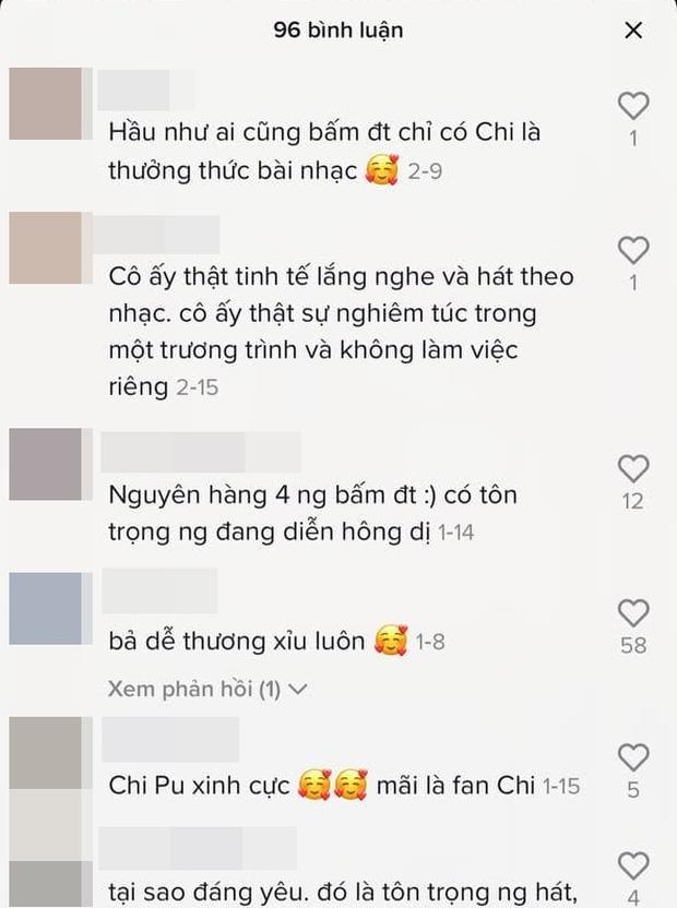 Khoảnh khắc điểm 10: Ai cũng mải bấm điện thoại, duy nhất Chi Pu chăm chú theo dõi và say sưa hát theo - Ảnh 4.