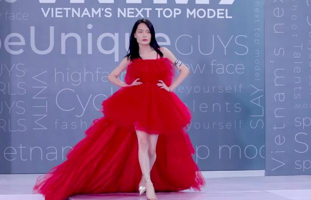 Võ Hoàng Yến, Nam Trung ngỡ ngàng khi gặp người quen casting Next Top Model mùa 9 - Ảnh 1.