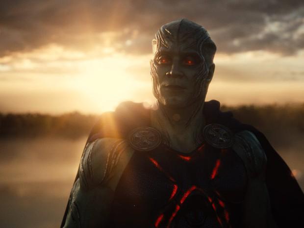 20 tình tiết ẩn đắt giá tràn ngập Justice League bản full: chú của Spider Man xuất hiện, liên tục nhá hàng về Supergirl, Atom - Ảnh 8.