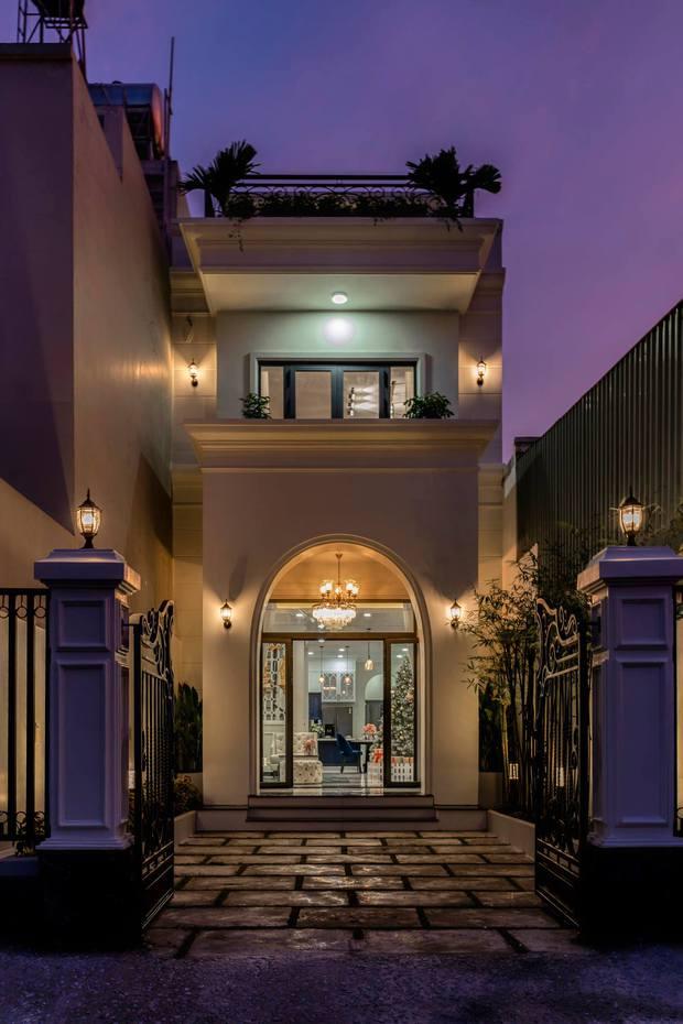 Vợ chồng Đồng Nai đầu tư 2,3 tỷ xây nhà phố tân cổ điển, bật mí cách cắt giảm chi phí cho hợp túi tiền - Ảnh 2.
