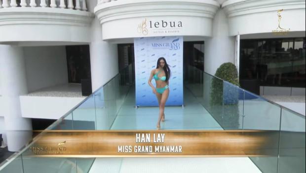 Á hậu Ngọc Thảo catwalk chặt đẹp dàn đối thủ Miss Grand, 1 mỹ nhân tuột bikini lộ cả nhũ hoa trên sóng livestream - Ảnh 7.