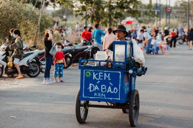 Có một nơi ở Sài Gòn cứ đến tháng 3 lại trở thành tâm điểm vui chơi, già trẻ lớn bé ai cũng đến để tìm về tuổi thơ - Ảnh 11.