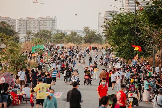Có một nơi ở Sài Gòn cứ đến tháng 3 lại trở thành tâm điểm vui chơi, già trẻ lớn bé ai cũng đến để tìm về tuổi thơ - Ảnh 5.