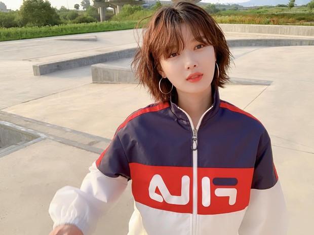 Sao Hàn có chiêu chọn kiểu tóc giấu nhẹm nhược điểm khuôn mặt, bảo sao luôn đẹp không góc chết - Ảnh 1.