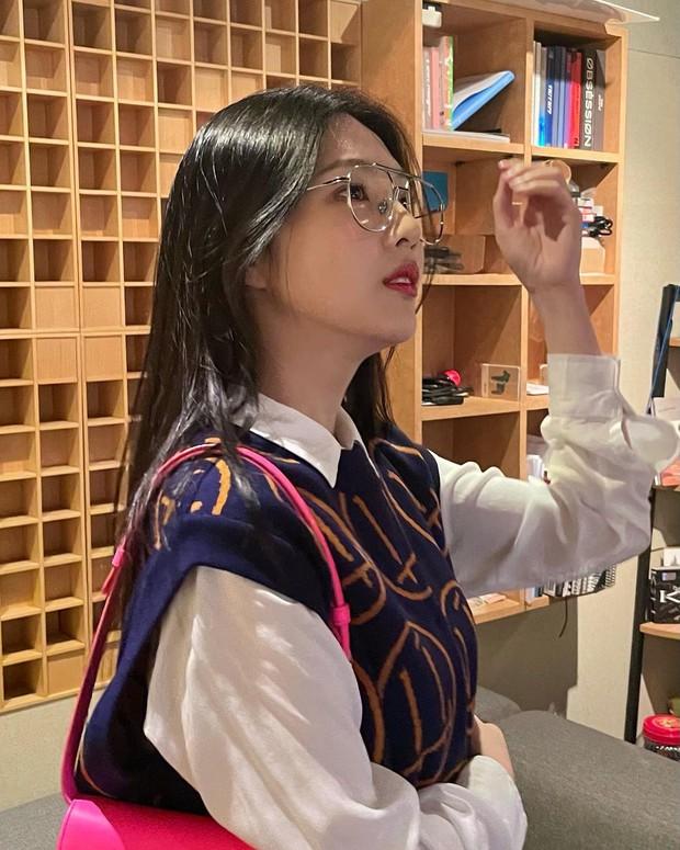 Từng bị tố copy Jennie, nữ thần Red Velvet bỗng khiến Knet khó tính quay xe vì màn bùng nổ visual chỉ nhờ... ảnh điện thoại - Ảnh 6.