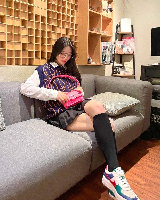 Từng bị tố copy Jennie, nữ thần Red Velvet bỗng khiến Knet khó tính quay xe vì màn bùng nổ visual chỉ nhờ... ảnh điện thoại - Ảnh 4.