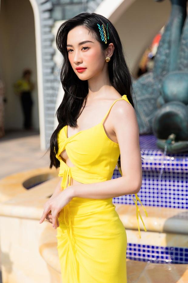 Ngọc Trinh lộ vòng 3 căng đét, dàn Hoa hậu Á hậu cũng thi nhau khoe ngực ỡm ờ trên thảm đỏ Fashion Voyage - Ảnh 12.
