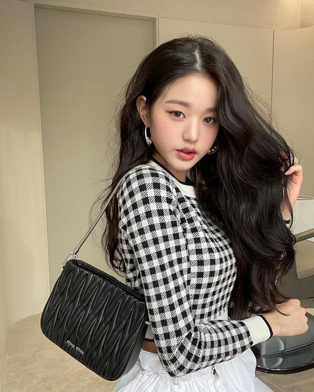 Tranh cãi khi so kè nhan sắc Tzuyu - Jang Won Young năm 17 tuổi: Center chân dài át cả Lisa có đỉnh hơn mỹ nhân đẹp nhất thế giới? - Ảnh 12.