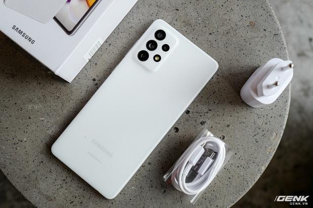 Mở hộp Samsung Galaxy A52 5G và A72: Chiếc điện thoại dòng A đẹp nhất của Samsung từ trước đến nay - Ảnh 2.