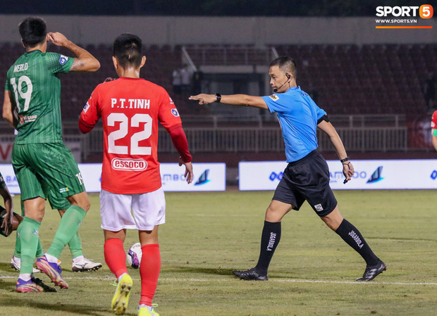 HLV Brazil không dám nhìn quả penalty quyết định của Lee Nguyễn - Ảnh 2.