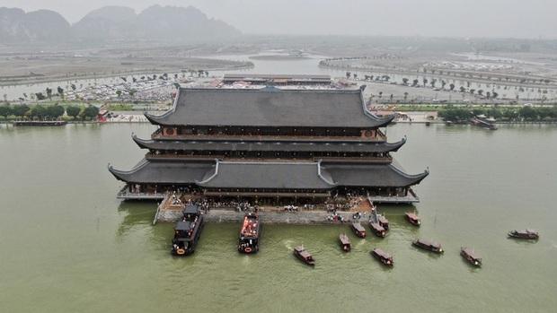Sau khi 5 vạn người đổ về chùa Tam Chúc: Dựng rào chắn phòng chống dịch Covid-19 - Ảnh 2.