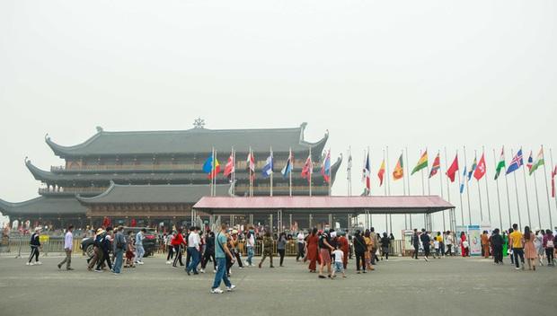 Sau khi 5 vạn người đổ về chùa Tam Chúc: Dựng rào chắn phòng chống dịch Covid-19 - Ảnh 12.