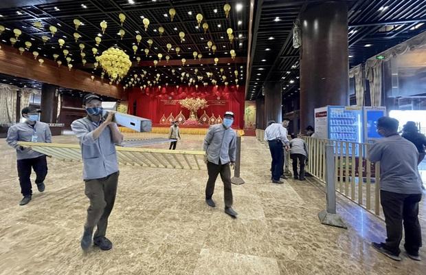 Sau khi 5 vạn người đổ về chùa Tam Chúc: Dựng rào chắn phòng chống dịch Covid-19 - Ảnh 3.