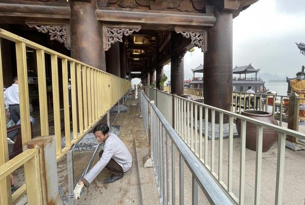 Sau khi 5 vạn người đổ về chùa Tam Chúc: Dựng rào chắn phòng chống dịch Covid-19 - Ảnh 4.
