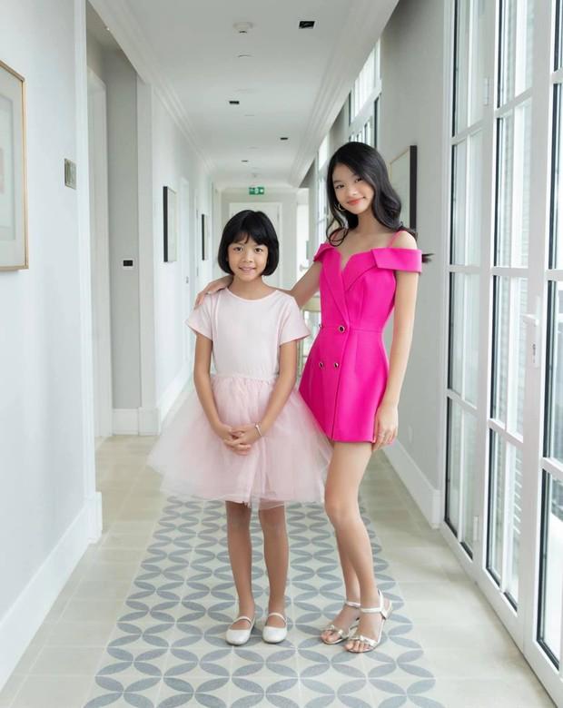 Bóc chiêu thức khoe cặp chân số 11 siêu nuột của con gái Trương Ngọc Ánh - Ảnh 3.