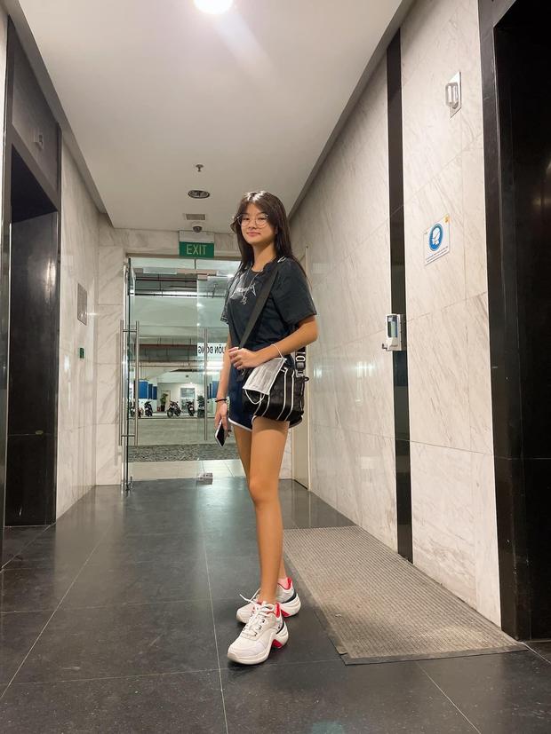 Bóc chiêu thức khoe cặp chân số 11 siêu nuột của con gái Trương Ngọc Ánh - Ảnh 6.