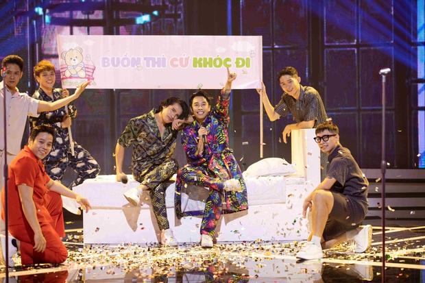 Quốc Thiên - Hoàng Ku mang tiệc pyjama lên sân khấu vẫn khiến nhạc sĩ Huy Tuấn thất vọng - Ảnh 2.