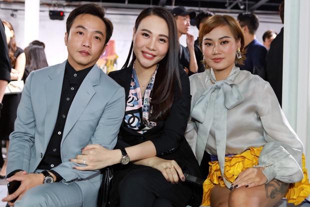 """Đông Nhi và Đàm Thu Trang đụng hàng, cùng 1 đôi sandal mà style khác hẳn nhau mới là """"đỉnh của chóp"""" - Ảnh 4."""