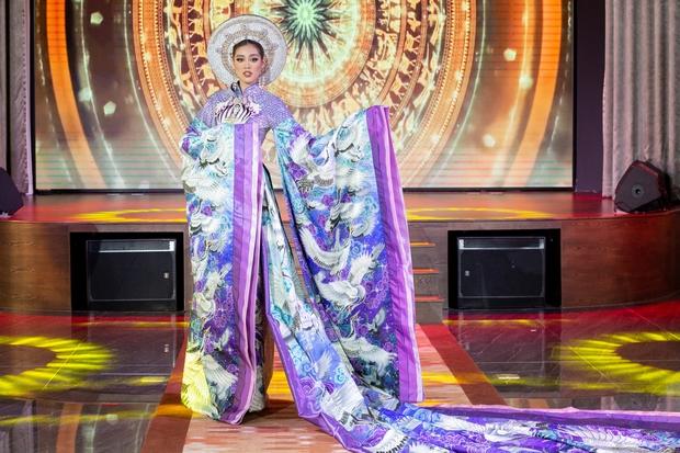 Võ Hoàng Yến: Cảm thấy như Khánh Vân đang chờ được cổ vũ nhưng đi thi đâu ai bơm năng lượng cho mình - Ảnh 10.