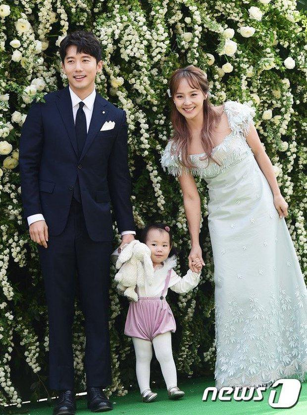 Chồng ác nữ Penthouse từng bị con gái Oh Yoon Hee nhận nhầm ba - Ảnh 1.