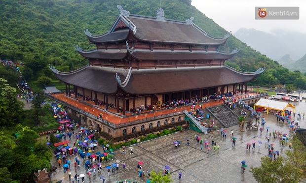 Chùm ảnh: Hơn một vạn người đội mưa về lễ chùa Tam Chúc  - Ảnh 12.