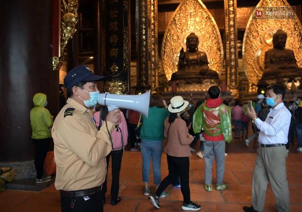 Chùm ảnh: Hơn một vạn người đội mưa về lễ chùa Tam Chúc  - Ảnh 13.