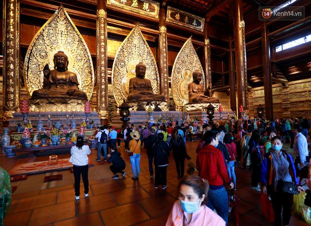 Chùm ảnh: Hơn một vạn người đội mưa về lễ chùa Tam Chúc  - Ảnh 14.