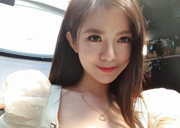 Soi từng góc trong biệt thự của hot girl Tú Linh MU, view nhìn từ cửa sổ đủ biết gia chủ nhiều tiền cỡ nào - Ảnh 1.