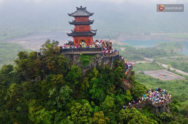 Chùm ảnh: Hơn một vạn người đội mưa về lễ chùa Tam Chúc  - Ảnh 17.