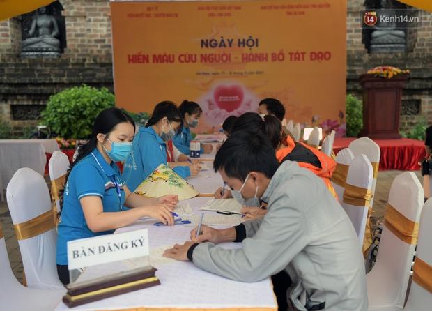 Chùm ảnh: Hơn một vạn người đội mưa về lễ chùa Tam Chúc  - Ảnh 18.