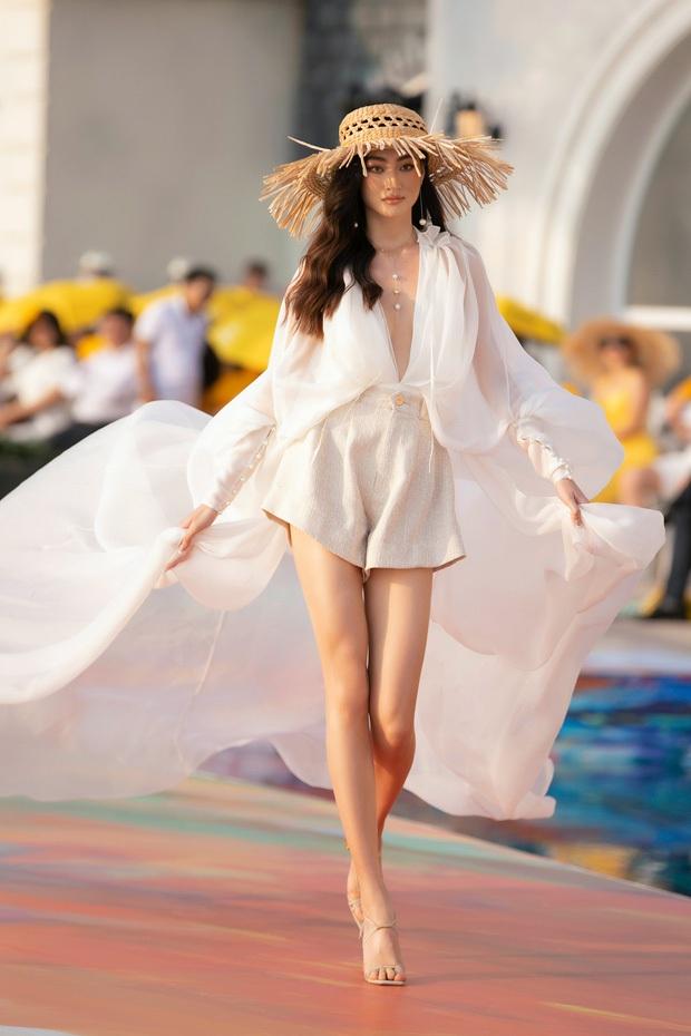 Đại chiến sao Vbiz và team qua đường tại Fashion Voyage: Ngọc Trinh - Thanh Hằng body đỉnh cao, Vũ Khắc Tiệp bị dìm thảm hại - Ảnh 12.