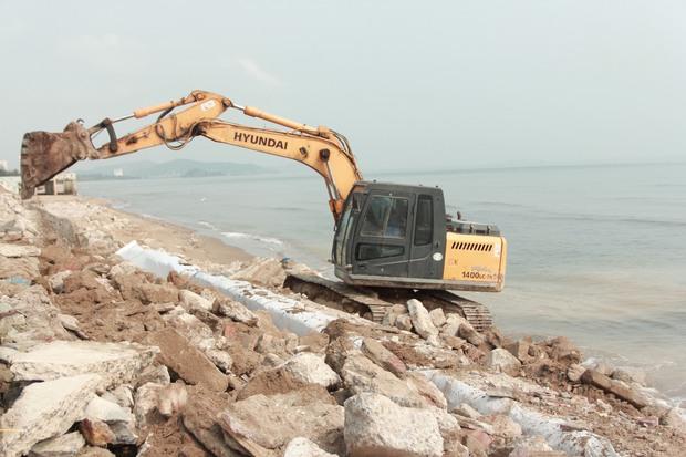 Cận cảnh bãi biển Nghệ An vẫn ngổn ngang trước mùa du lịch - Ảnh 10.